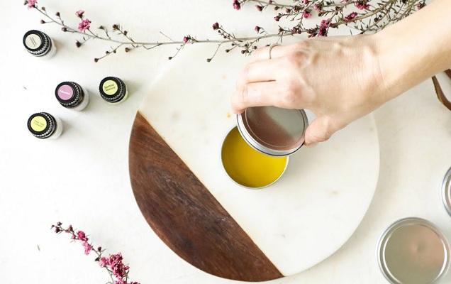5 điều cần biết trước khi sử dụng nước hoa khô dạng sáp